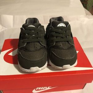 Nike Huarache Run size 5C in great shape